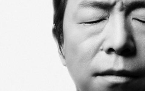 话剧《活着》孟京辉导演,黄渤袁泉主演。