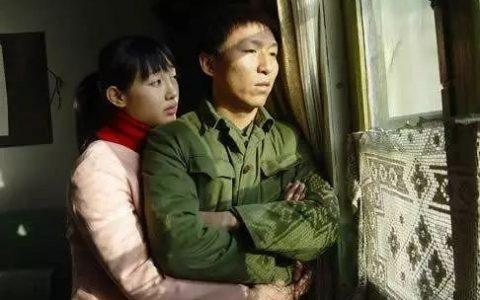 43岁歌手陈某因吸毒、非法持有毒品被北京警方行拘。