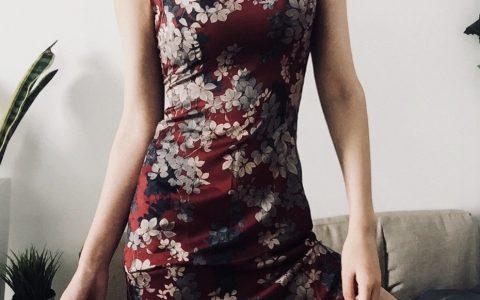 古典民国风的印花裙,非常符合气质。   