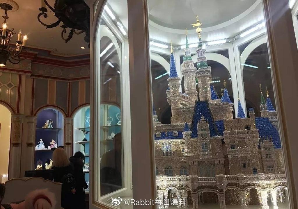 迪士尼180万的水晶城堡被买走了,有钱人的世界